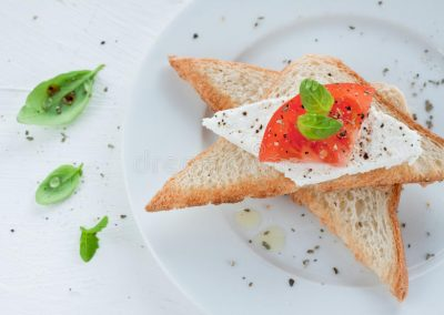 Bread toast with cottage cheese & tomato