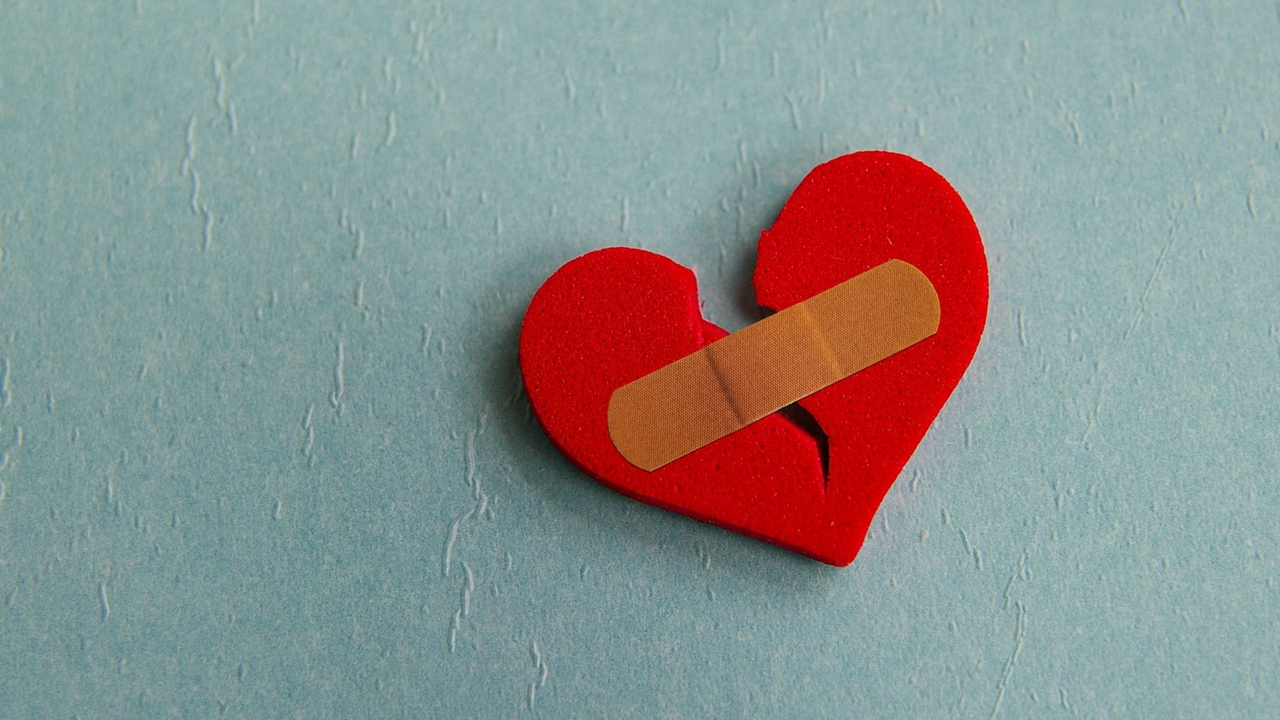 Can you die because of a broken heart when i saw my ex holding hands with a girl last week i felt a sudden pain in my chest it is just so unacceptable to know that the man i gave buycottarizona